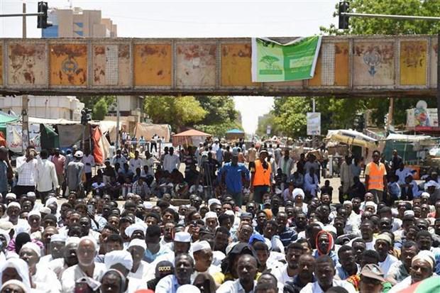 Sudan: Hoi dong quan su noi lai dam phan voi phe bieu tinh hinh anh 1