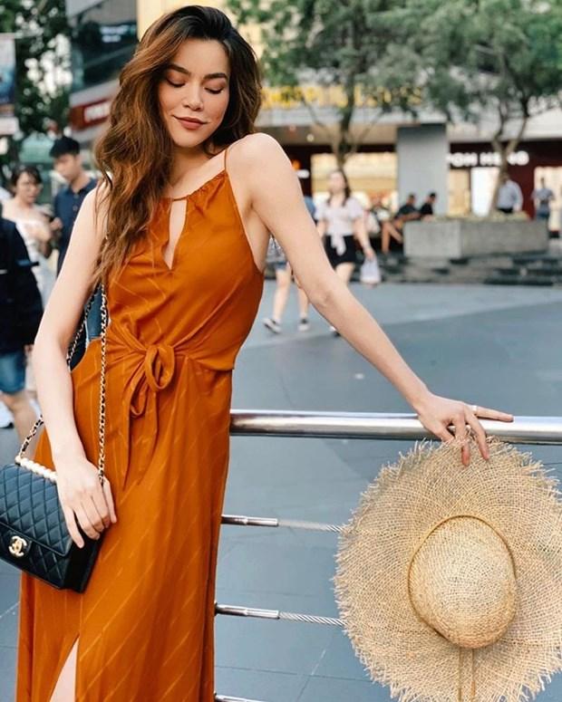 Street style ha nhiet ngay nong cua Ho Ngoc Ha va loat my nhan Viet hinh anh 1