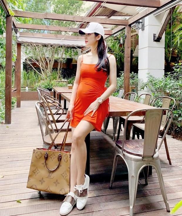 Diep Lam Anh bau bi van sexy, Chi Pu va Minh Hang goi cam het muc hinh anh 1