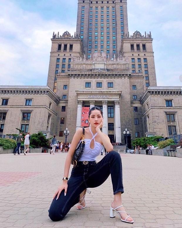 Diep Lam Anh bau bi van sexy, Chi Pu va Minh Hang goi cam het muc hinh anh 2