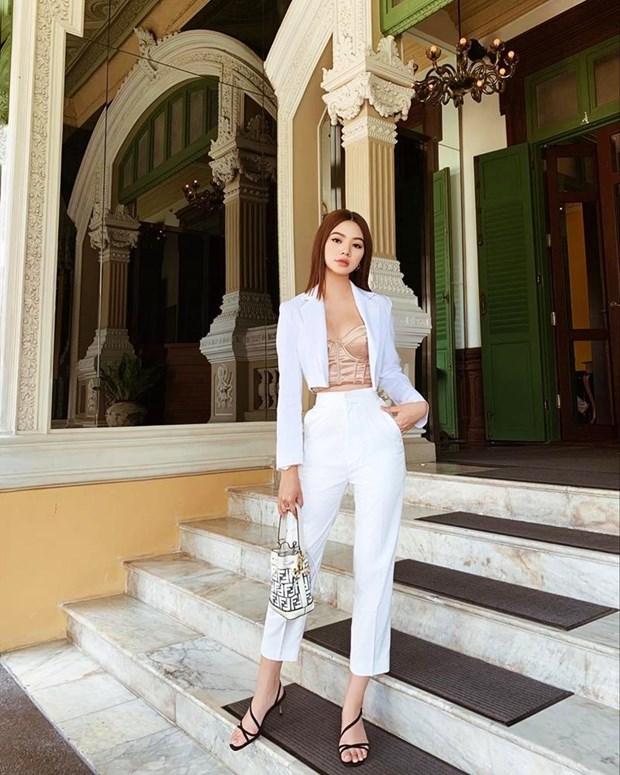 Diep Lam Anh bau bi van sexy, Chi Pu va Minh Hang goi cam het muc hinh anh 3
