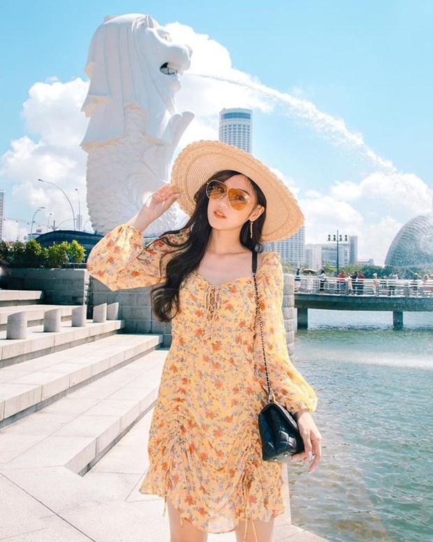 Diep Lam Anh bau bi van sexy, Chi Pu va Minh Hang goi cam het muc hinh anh 11