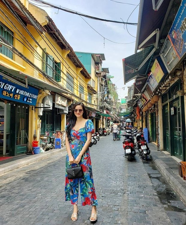 Diep Lam Anh bau bi van sexy, Chi Pu va Minh Hang goi cam het muc hinh anh 23