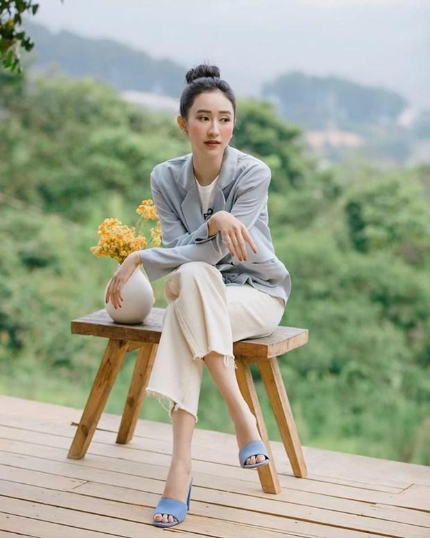Diep Lam Anh bau bi van sexy, Chi Pu va Minh Hang goi cam het muc hinh anh 17