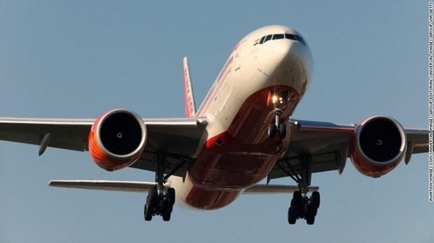 May bay hang Air India ha canh khan cap tai Anh vi bi doa danh bom hinh anh 1