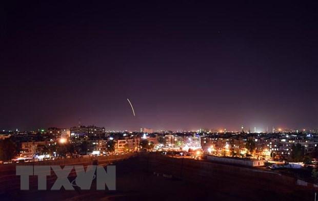 Israel khong kich cac muc tieu quan su xung quanh thu do cua Syria hinh anh 1