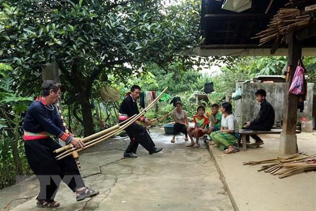 Ly A Lenh - nghe nhan che tac khen Mong tren nui Tham Hai hinh anh 3