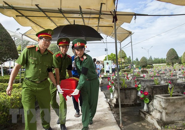 Kien Giang an tang hai cot liet sy Viet Nam hy sinh tai Campuchia hinh anh 1