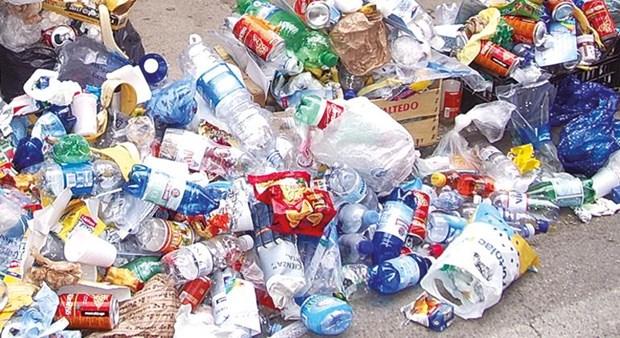 Đức có kế hoạch buộc nhà sản xuất nhựa dùng một lần trả phí dọn dẹp