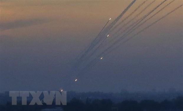 Israel tien hanh mot loat vu khong kich Gaza tra dua cac vu ban rocket hinh anh 1