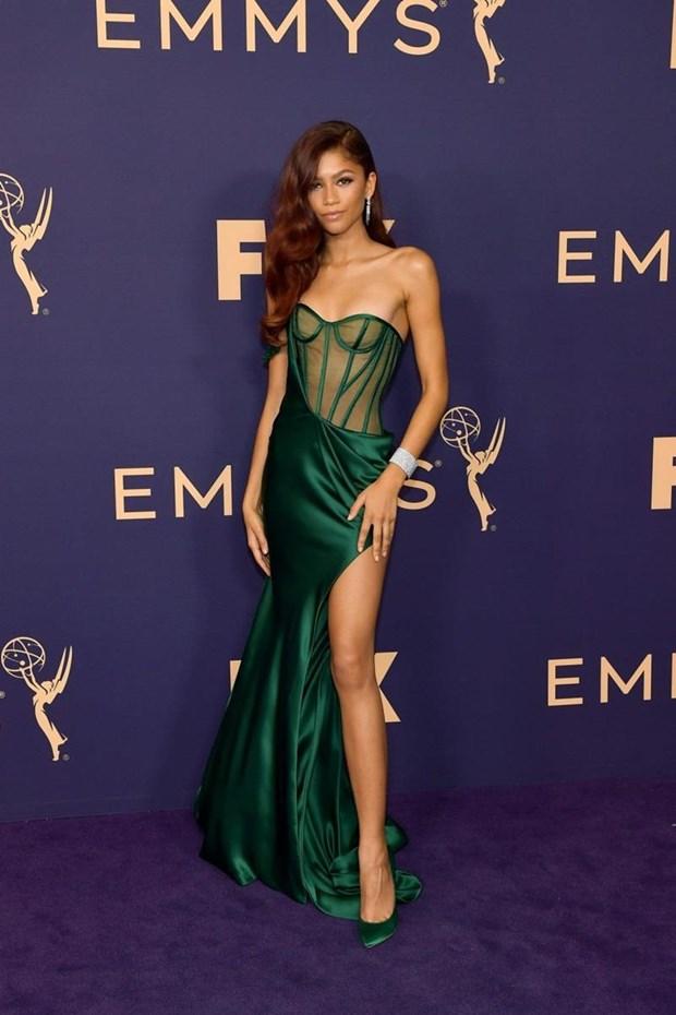 Sao My dien thiet ke cua Cong Tri toa sang tren tham do Emmy 2019 hinh anh 15