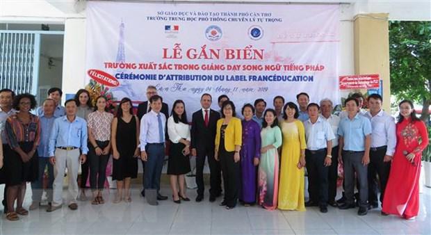 Viet Nam co truong THPT thu 5 xuat sac day song ngu Viet-Phap hinh anh 2