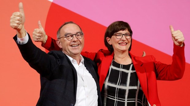 Duc: Doi thu cua Thu tuong Merkel chien thang trong bau lanh dao SPD hinh anh 1