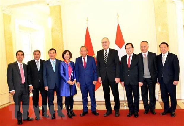 Pho Thu tuong Truong Hoa Binh du nhieu hoat dong tai WEF Davos hinh anh 2