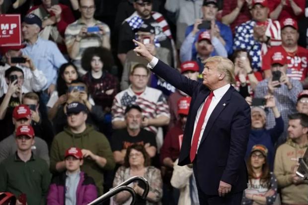 Tong thong Donald Trump van dong tranh cu tai bang Arizona hinh anh 1