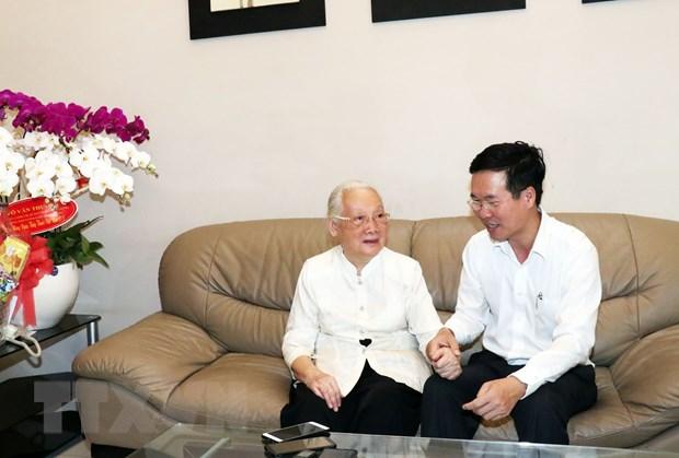 Ong Vo Van Thuong tham thay thuoc nhan dan Doan Thuy Ba hinh anh 1