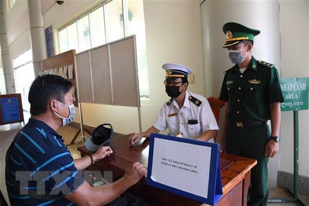 Bo tri phien dich tieng Anh, Trung va Han ho tro kiem dich y te hinh anh 1