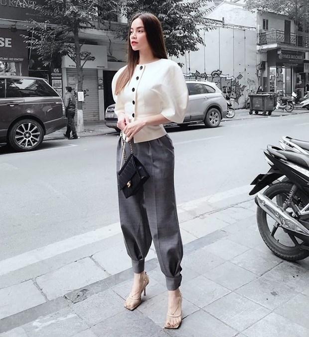 Hoang Thuy Linh, Phi Phuong Anh dan dau top sao mac dep tuan qua hinh anh 3