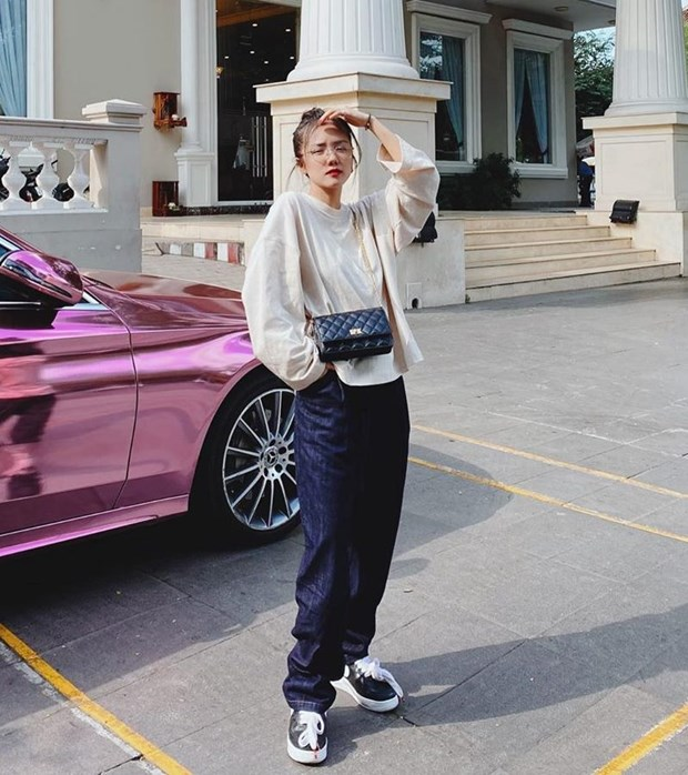 Hoang Thuy Linh, Phi Phuong Anh dan dau top sao mac dep tuan qua hinh anh 15