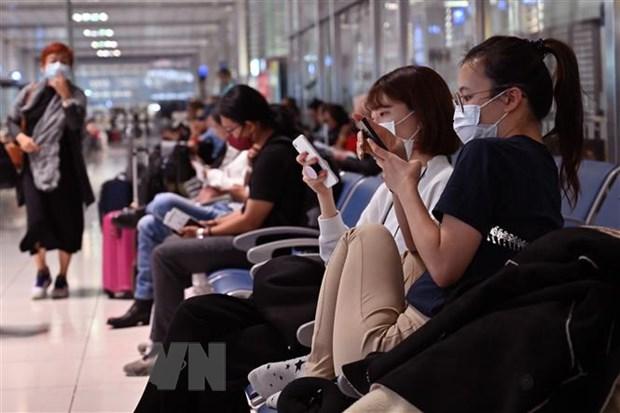 Philippines dong cua san bay Luzon, Hong Kong cach ly tap trung khach hinh anh 1