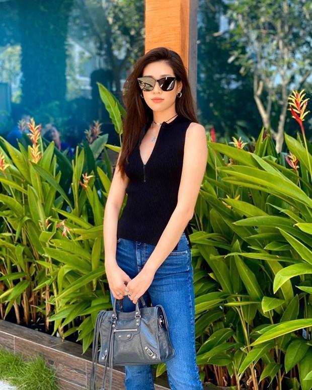 Hoang Thuy Linh, Lan Ngoc va dan sao Viet mix do den sang chanh hinh anh 16