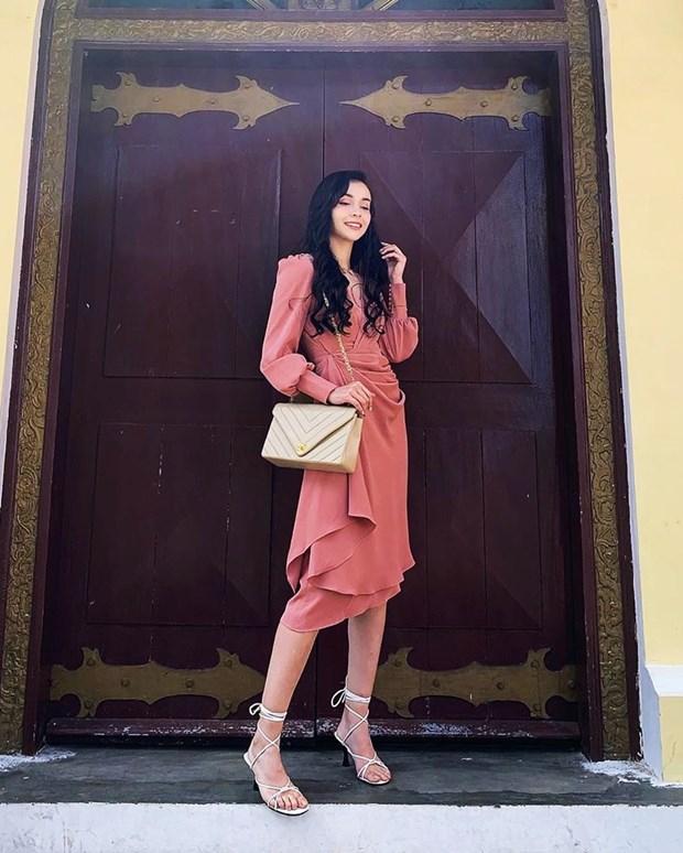 Hoang Thuy Linh, Lan Ngoc va dan sao Viet mix do den sang chanh hinh anh 19
