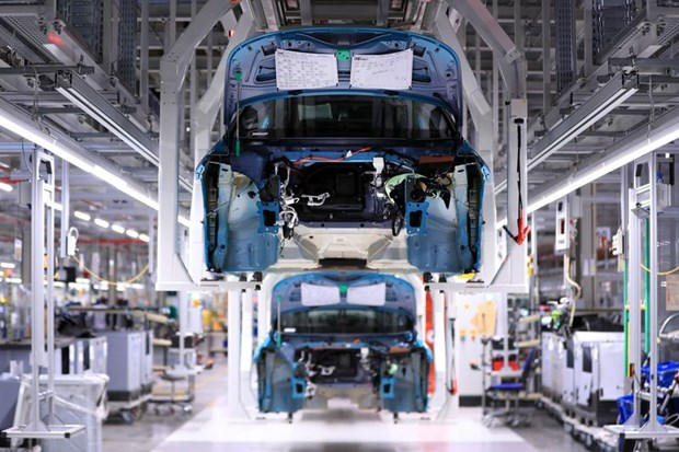 Volkswagen, Mercedes-Benz tai van hanh 1 so nha may o Duc ngay thang 4 hinh anh 1