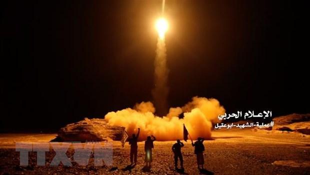 Houthi ban ha may bay khong nguoi lai cua lien quan Arab tai Yemen hinh anh 1