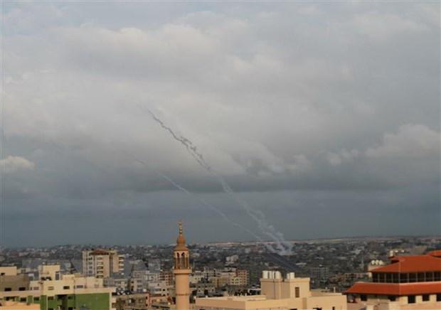 Israel tan cong cac vi tri Hamas dap tra vu phong rocket tu Gaza hinh anh 1