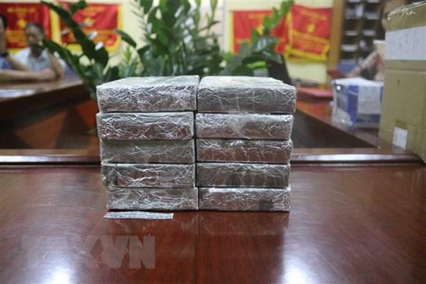 Bat giu ba doi tuong trong duong day van chuyen 14 banh heroin hinh anh 2