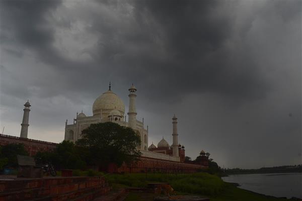 An Do: Giong bao kem theo sam set gay hu hai Den Taj Mahal hinh anh 1