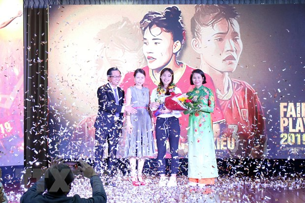Tuyen thu Chuong Thi Kieu duoc trao Giai thuong Fair Play 2019 hinh anh 1
