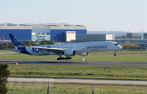 Hang Airbus giam manh san luong toi 40% do dich COVID-19 hinh anh 1