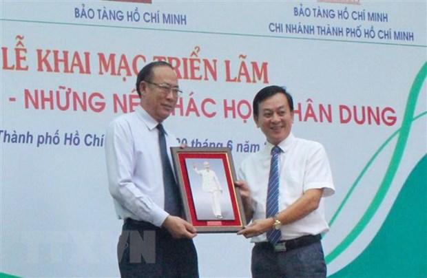 Trung bay hon 200 hinh anh, tu lieu ve Chu tich Ho Chi Minh hinh anh 1