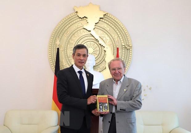Nhà báo Đức ra mắt cuốn sách về Chủ tịch Hồ Chí Minh