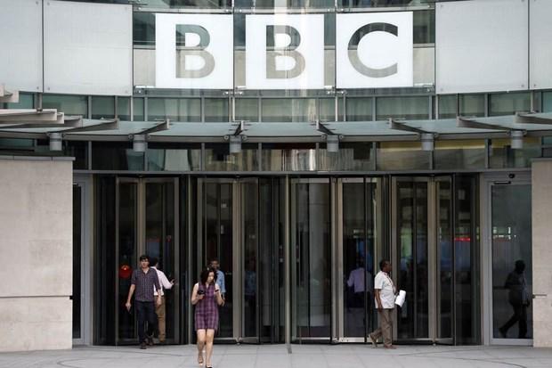 Dai BBC va bao Guardian cat giam nhan su do dai dich COVID-19 hinh anh 1