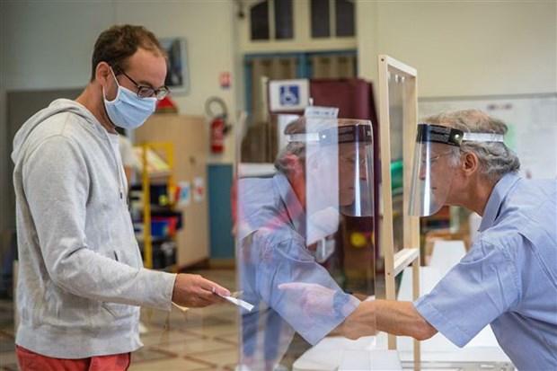 EU danh gia nguy co lay nhiem virus SARS-CoV-2 trong khong khi hinh anh 1