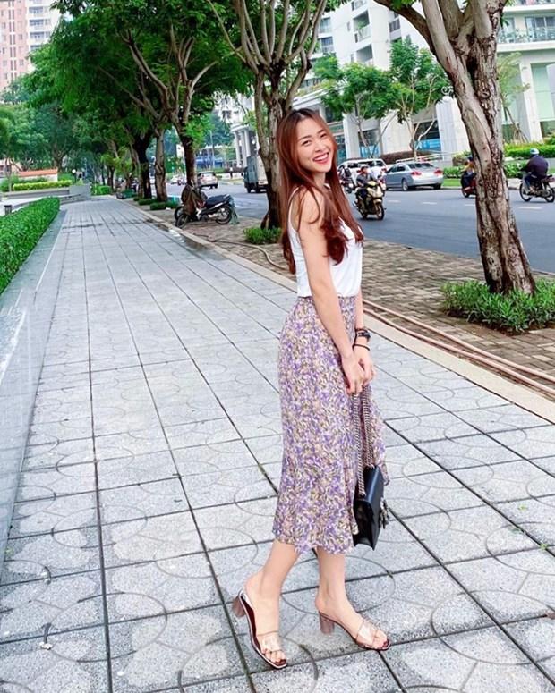 Crop top do bo street style, giup sao Viet khoe eo thon dang gon hinh anh 19