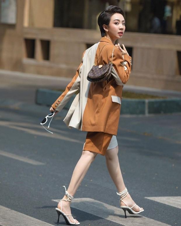 Street style khoe dang nuot na va an gian tuoi cua my nhan Viet hinh anh 13