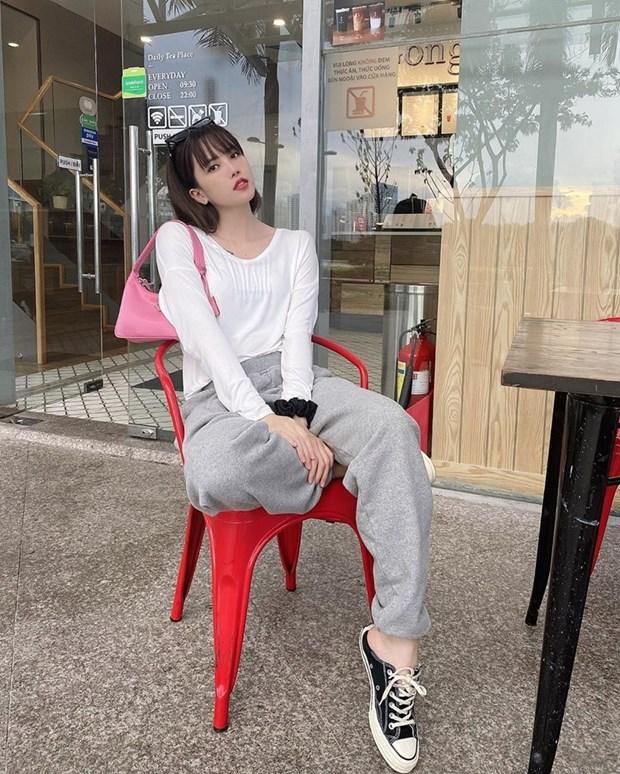 Street style khoe dang nuot na va an gian tuoi cua my nhan Viet hinh anh 15