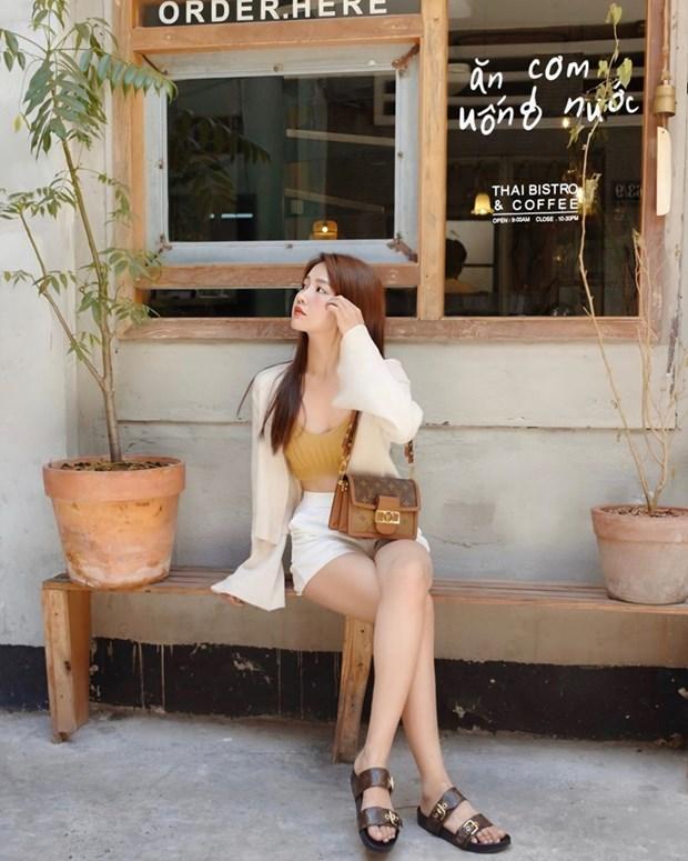 Street style khoe dang nuot na va an gian tuoi cua my nhan Viet hinh anh 17