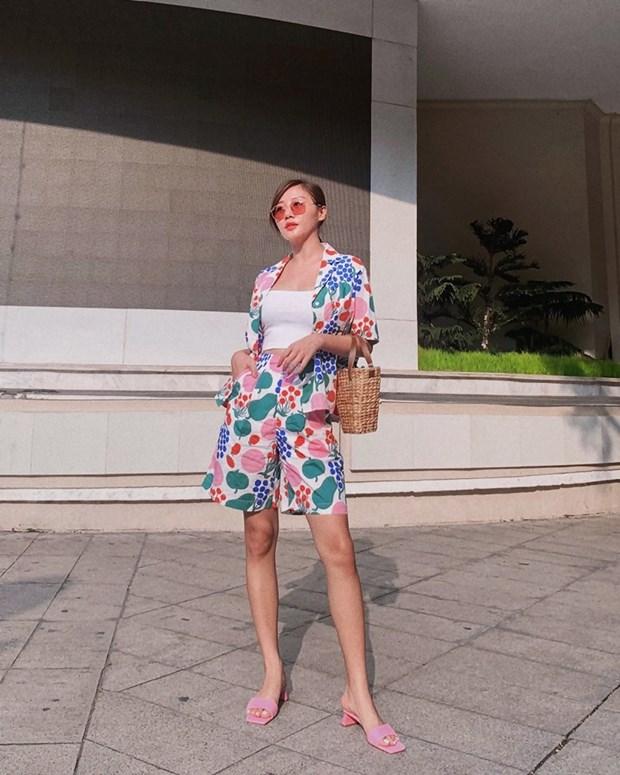 Street style khoe dang nuot na va an gian tuoi cua my nhan Viet hinh anh 3