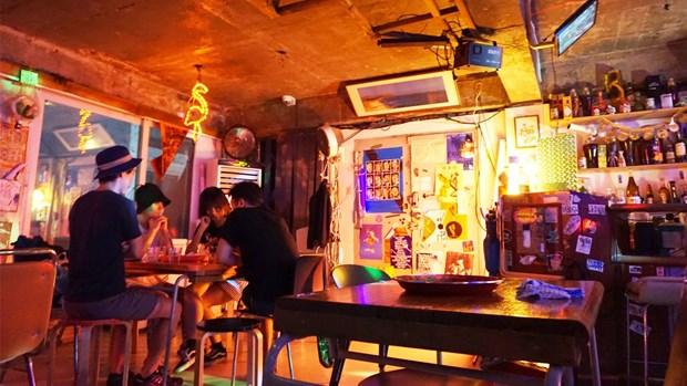 Thu do Han Quoc cho quan bar, vu truong mo cua tro lai co dieu kien hinh anh 1