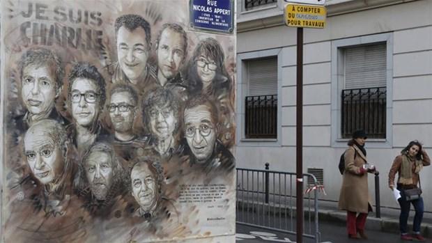 Phap bat dau phien xet xu vu khung bo toa soan bao Charlie Hebdo hinh anh 1