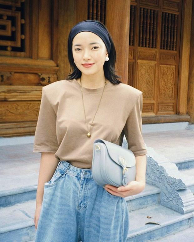 Chau Bui, Ninh Duong Lan Ngoc do street style cung dan sao Viet hinh anh 1