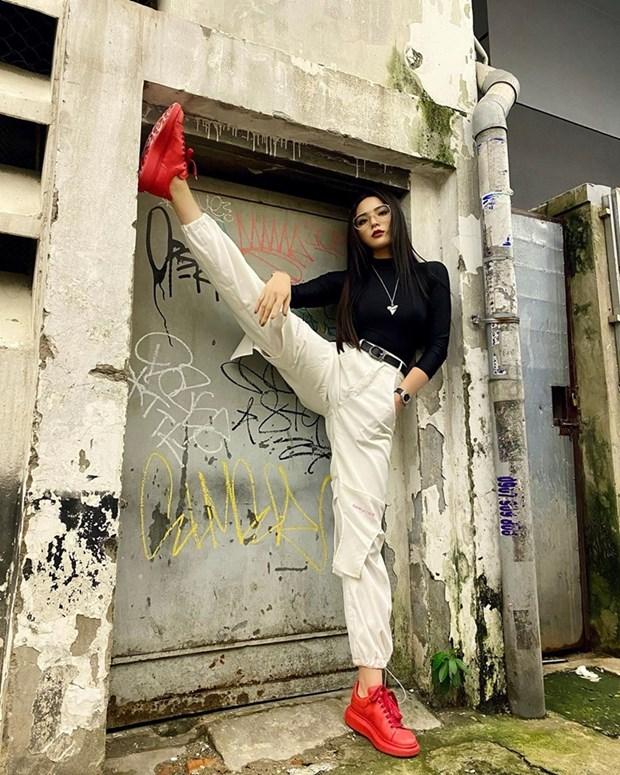 Chau Bui, Ninh Duong Lan Ngoc do street style cung dan sao Viet hinh anh 14