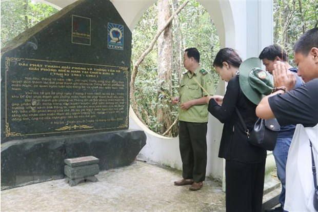 60 nam TTXGP: Dong tin khong ngung chay giua chien truong ac liet hinh anh 1