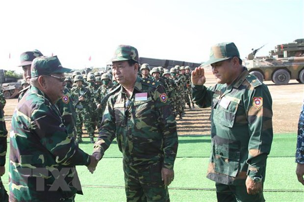 Lao dien tap ban dan that chao mung 45 nam Quoc khanh hinh anh 1