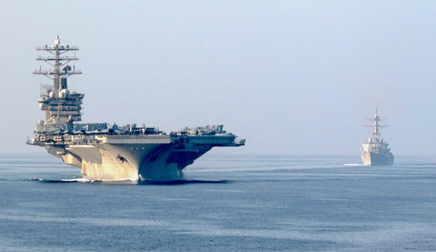 Tau san bay USS Nimitz cua My tiep tuc o lai vung Vinh hinh anh 1