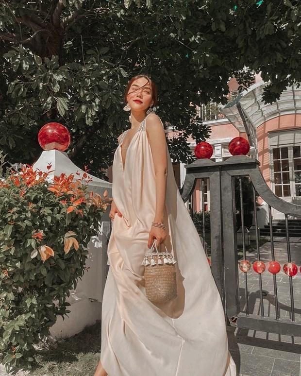 Phong cach banh beo phu song street style cua dan sao Viet hinh anh 1
